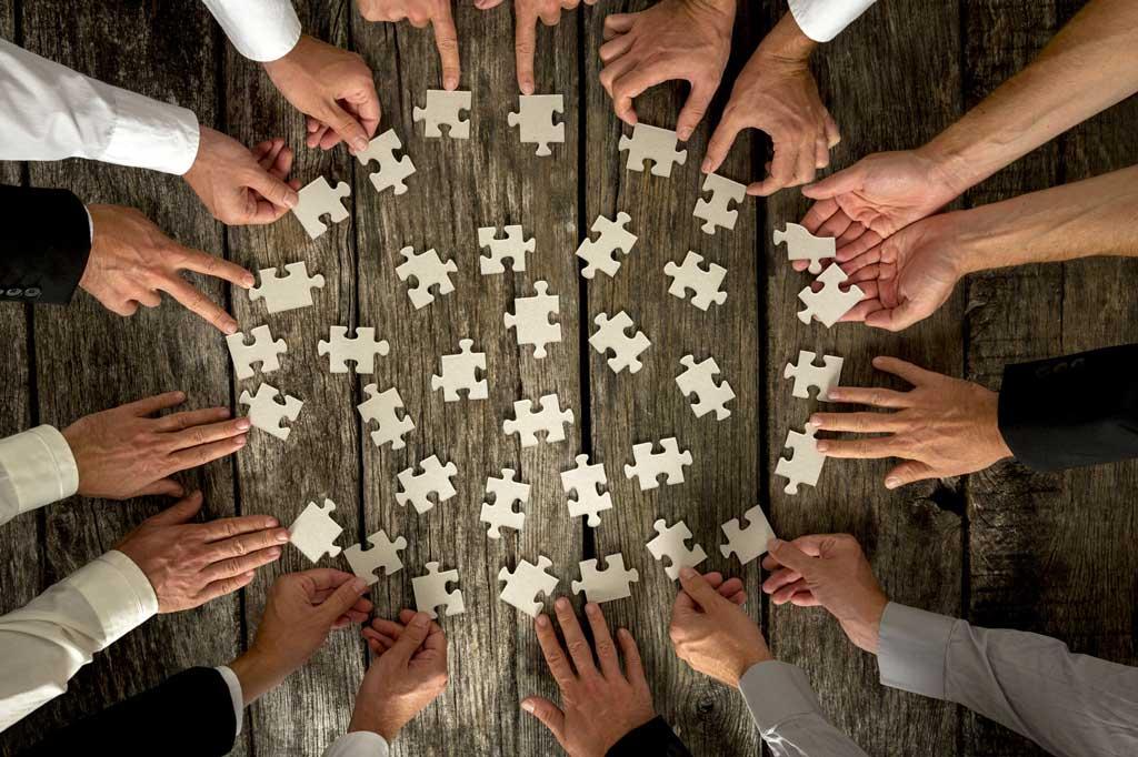 hommes-en-cercle-puzzle-gajus2