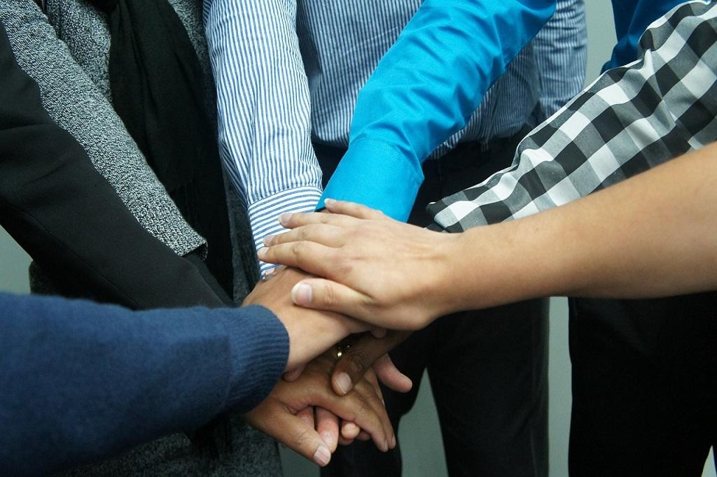 mains-unies-equipe2